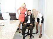 Две сисястые блондинки оттрахали парня в униформе в офисе
