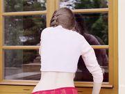 Молоденькая Milla Azul устроила у чужого окна эротику с мастурбацией