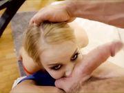 Парень отшлепал молодую девушку блондинку и трахнул в щель