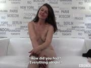 На порно кастинге брюнетка получила лучший оргазм