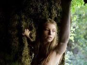 Нагая блондинка с бархатной кожей показала лучшую эротику на природе