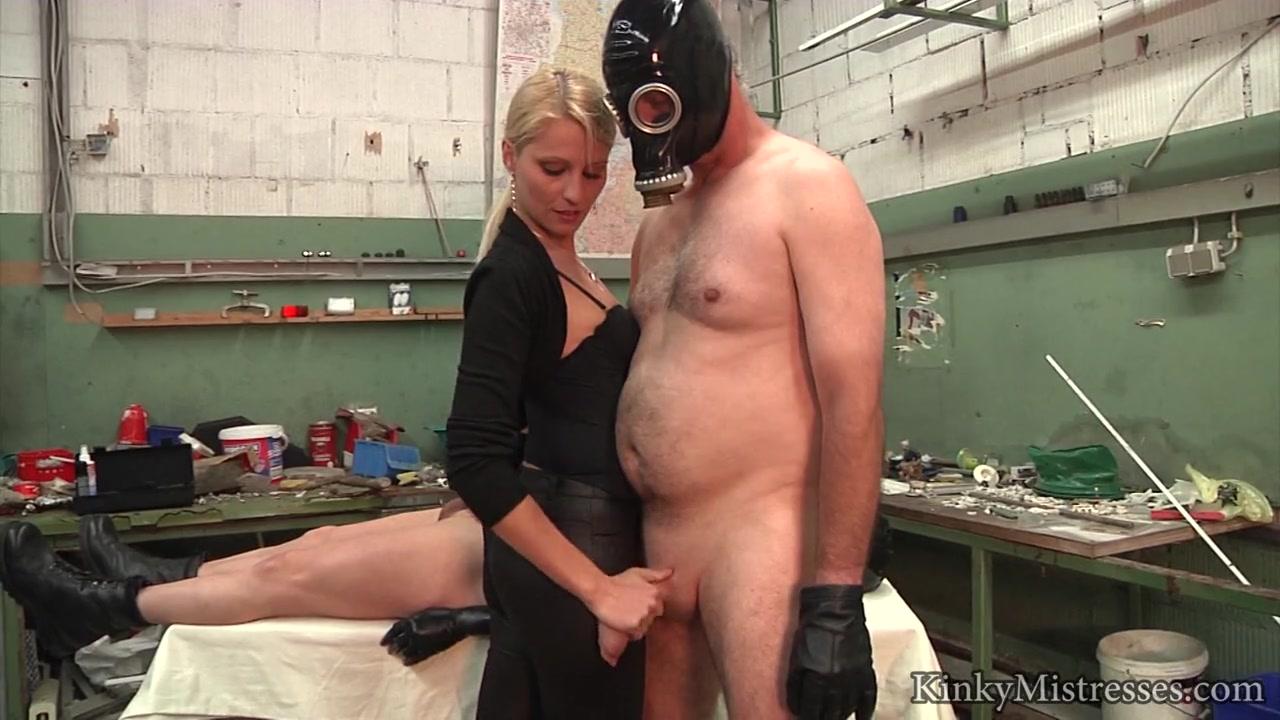 Нашли мужика порно модель в противогазе бреют вагину