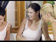 Русские лесбиянки трогают свои письки и кончают от группового куннилингуса
