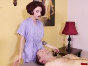 Клиент лежит на кушетке и наслаждается мастурбацией члена