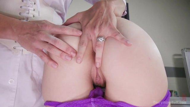 Извращения зрелых грудастых женщин, пожилые лесбиянки соблазняют молодых девушек