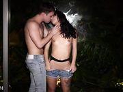 Gina Valentina занимается сексом с парнем ночью у окна
