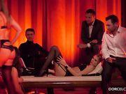 Эротическое шоу с секс машиной на глазах у любителей чувственной эротики
