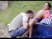 Стройная брюнетка Eveline Dellai занимается сексом с парнем на перевернутой лодке
