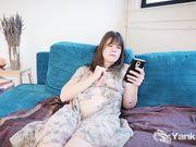 Rae White занимается сексом по телефону со своим парнем