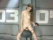 Willow Hayes уселась киской на мастурбатор