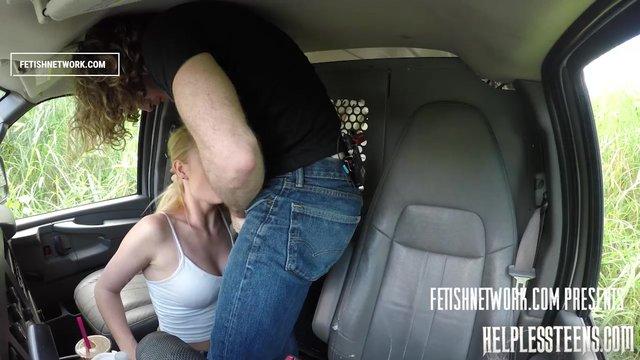 Секс в машине на переднем сиденье ролик
