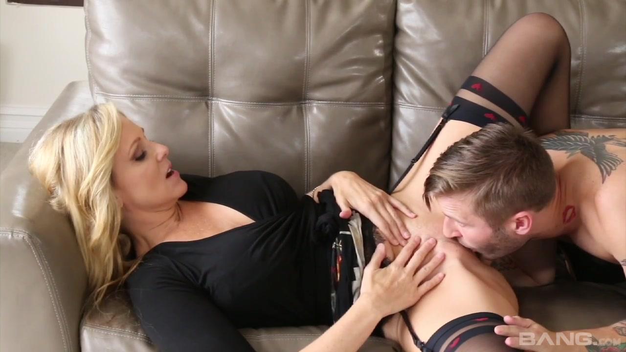 anal-video-porno-zatashili-v-tualet-top-model-v-dvaem-i-otrahali-vilizivaet-anus