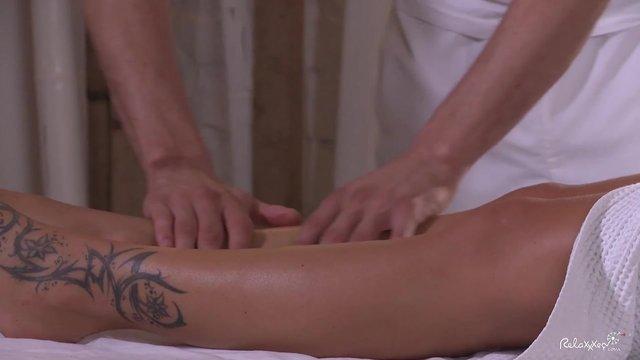 Эротический массаж с маслом и сексом