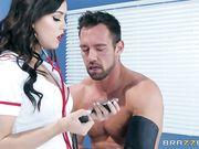 Alina Lopez в белом халате трахается с пациентом в больнице