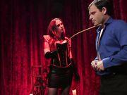 Строгая госпожа устроила порку связанному мужчине в красных чулках