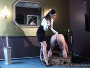 Строгая госпожа шлепает голого парня и дергает его за член