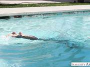Голая Rachel Starr наслаждается ласками мускулистого парня в бассейне
