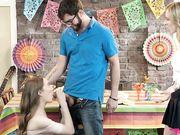 Горячие девицы Anya Olsen и Samantha Hayes соблазнили бородатого парня во время вечеринки