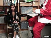 Katya Rodriguez занимается сексом с Санта Клаусом на складе