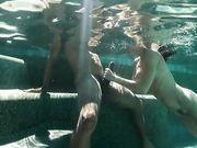 Красивый секс с рыжеволосой Aidra Fox в бассейне