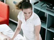 Камера видео наблюдения снимает на камеру как массажистка развлекается с клиентом