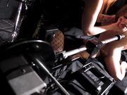 Alice Wayne и Zara Durose используют страпон и секс машину в своих сексуальных играх