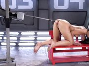 Gina Valentina раком перед машиной для оргазма