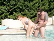 Страстный секс с худенькой блондинкой в бассейне