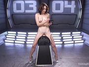Lily Labeau верхом на мастурбаторе управляет силой оргазма