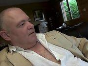 Сочные тридцатипятилетние зрелочки ублажают мужчину вдвоем
