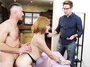 Paris Lincoln страстно отдается усатому любовнику и расстроенный муж наблюдает за парочкой