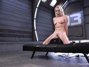 Cadence Lux оседлала секс машину и бурно кончает