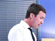 Сисястая секретарша соблазнила шефа прямо во время совещания