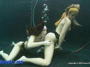 Daisy Duxxx и Taylor Dare - куни под водой