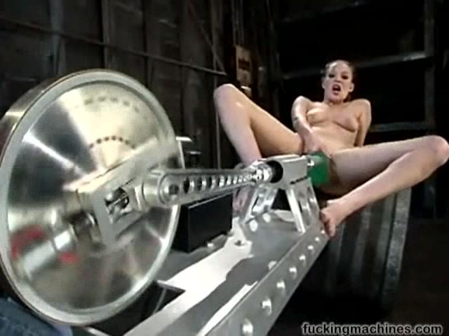 Женшину трахае секс машина