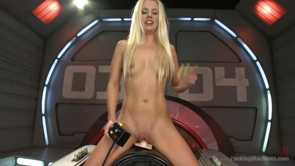 Красивая худенькая блондинка и секс машина