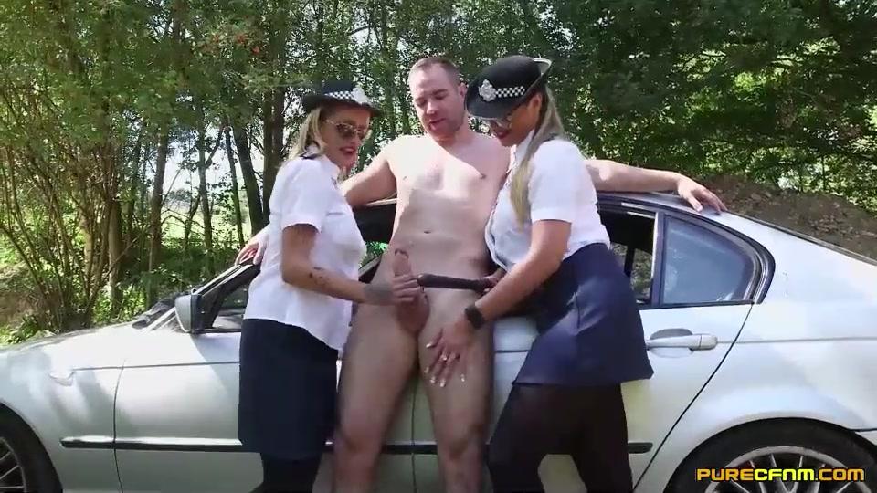 Девушки в полиции мастурбируют