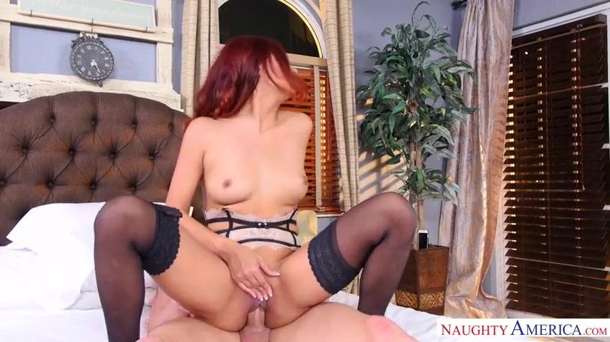 Порно в спальне в чулках фото 212-997