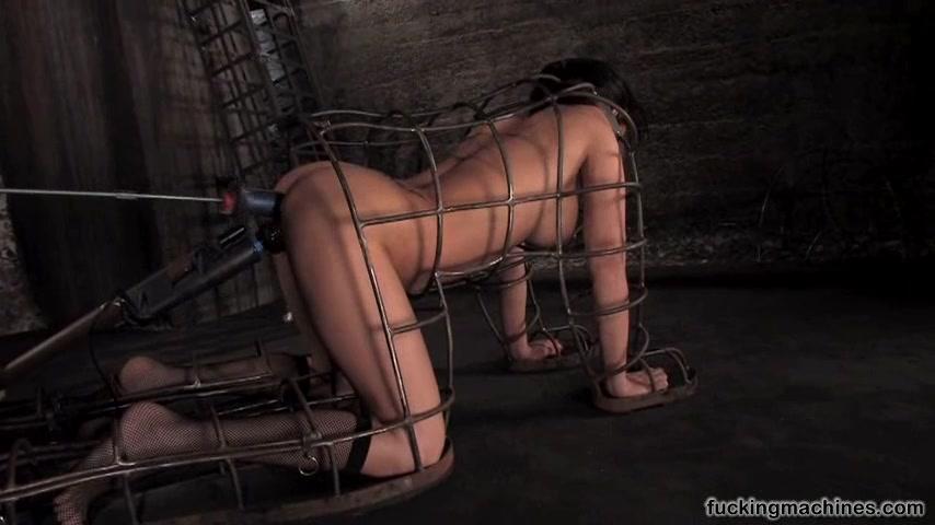 Порно в стальной клетке