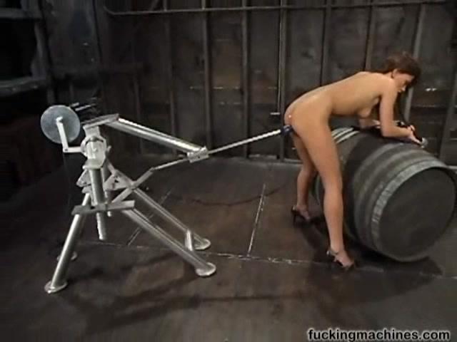 Трахает женщину робота