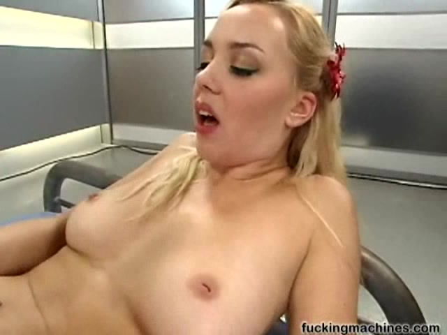 порно жена пробует секс машину