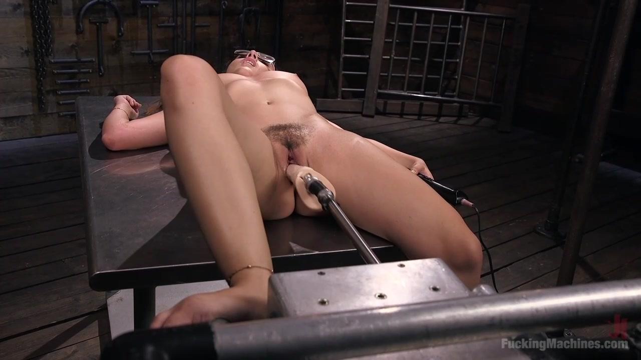 Порно онлайн сексмашина в киске у кристины