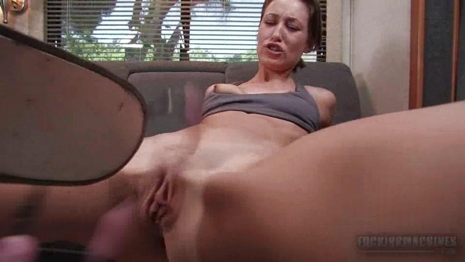 Порно рыжая с секс машиной